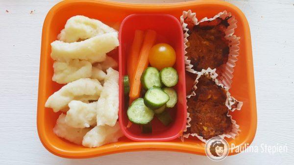 Kopytka ziemniaczane, babeczki i warzywa