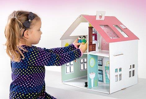 Tekturowy domek dla lalek