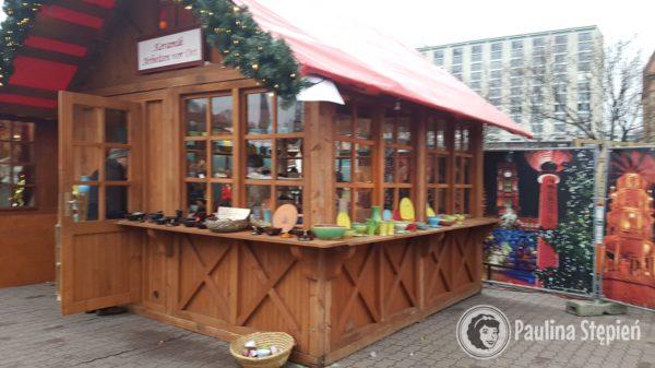 Budka z ceramiką na Nostalgischer Weihnachtsmarkt