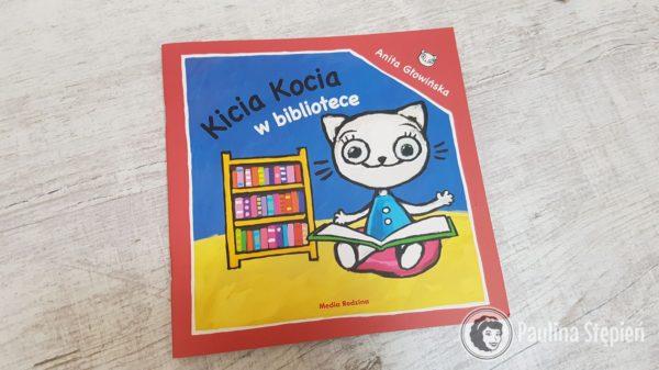 Kicia Kocia z bibliotece