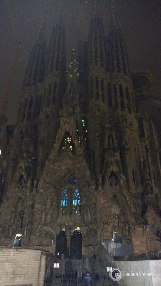 Barcelona Sagrada Familia – nocą wygląda trochę jak z horroru