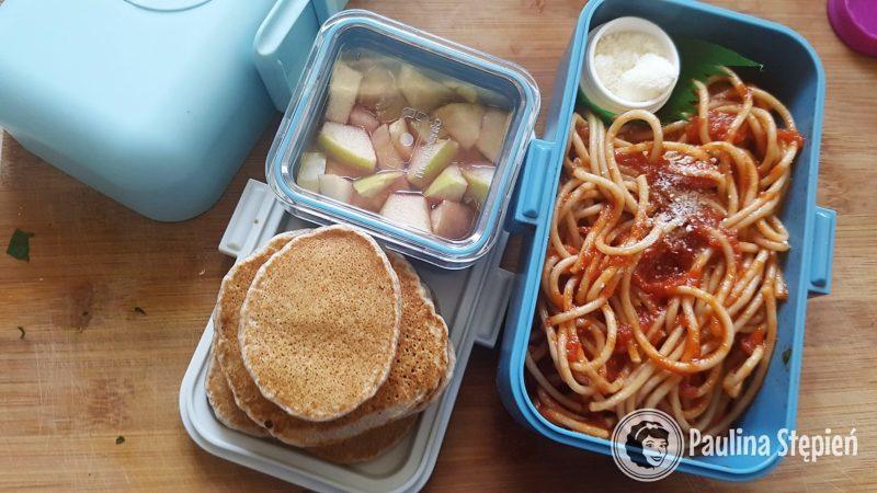 Placuszki, galaretka i obiadowe spaghetti