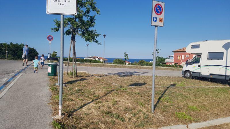 Nasz parking z widokiem na morze