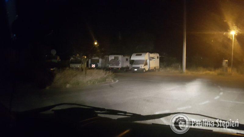 i dojazd na nasze nowe miejsce ok. 22:00, są kampery, działa ;D