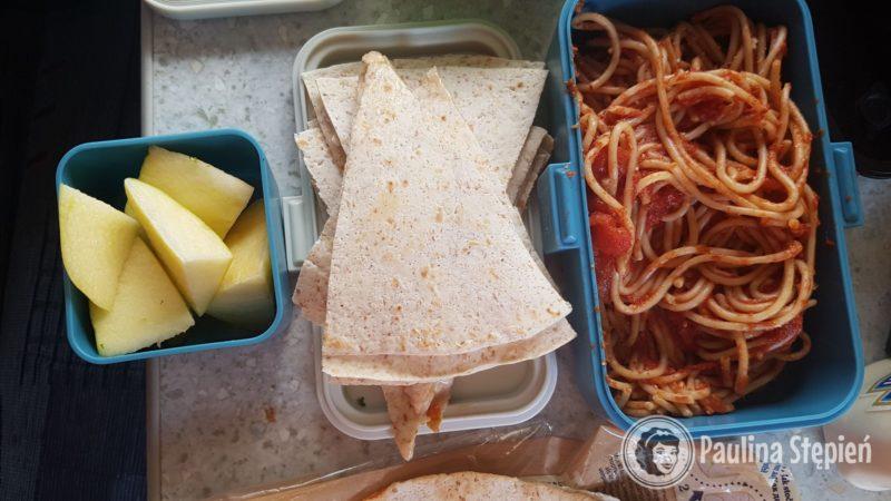 Tortilla ala pizza (mozzarella, sos pomidorowy) i makaron pomidorowy
