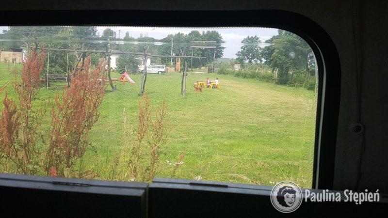 Widok z okna przyczepy: ja widzę dzieci i mogę gotować haha