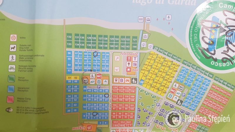 A tutaj kawałek tego kempingu i plan, my mieliśmy to miejsce zaznaczone na niebieskim, numer 73