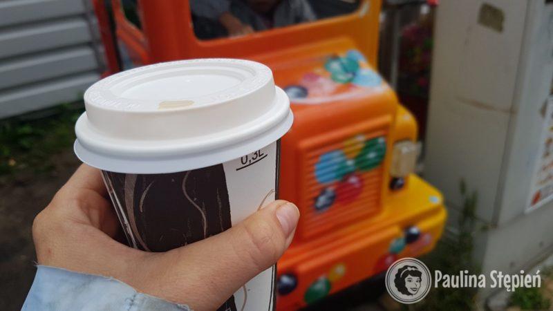 """A to dodatkowy koszt kawy, czyli kupujesz kawę, wrzucasz 2 zł do automatu i możesz spokojnie ją wypić bez mamo """"a co tam masz?"""" :)"""