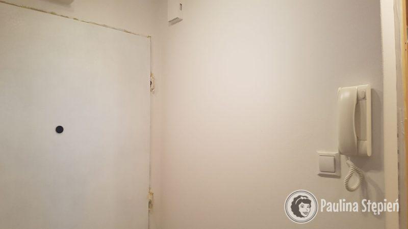 Po 5 przejazdach drzwi są obiecujące, no i mamy nowy biały domofon :)