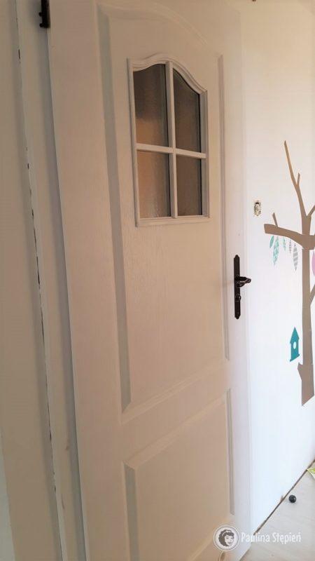 I drzwi, kawałek przedpokoju. Jeszcze są detale, ale wszystko wygląda zupełnie inaczej!