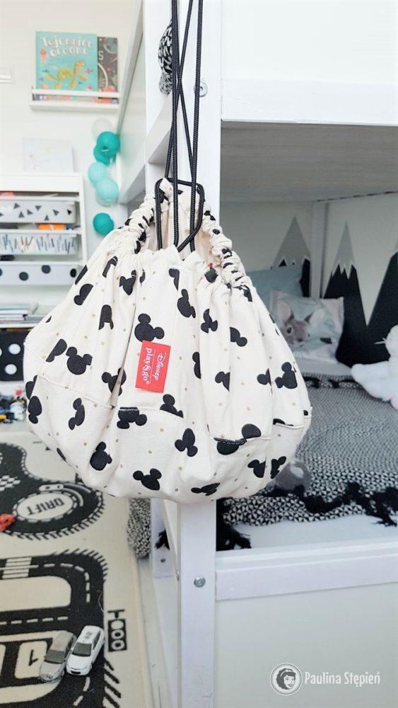Tutaj też widać łóżko piętrowe, ale również Play&Go worek na klocki Disney Mickey Black, akurat tutaj są zwierzaki