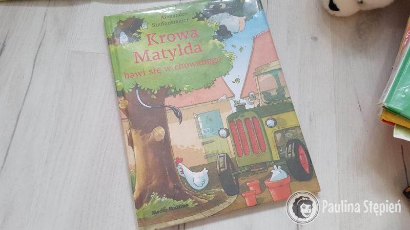 Krowa Matylda bawi się w chowanego