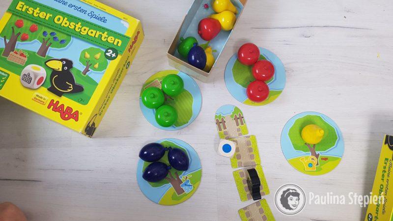 Gra w ogrodzie, idealna dla maluchów, ma duże, drewniane elementy