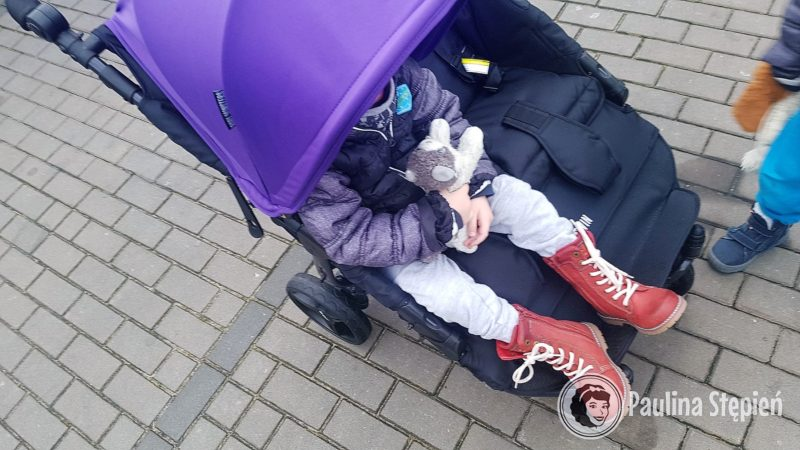 Dziecko znacznie większe już prawie 4 letnie, które bardzo chętnie pomaga mi testowa dla Was wszystkie wózki
