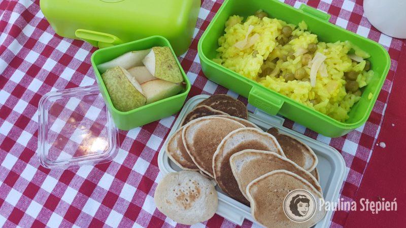 Placuszki, risotto, owoce