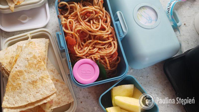 Spaghetti, quasadilla, jabłka