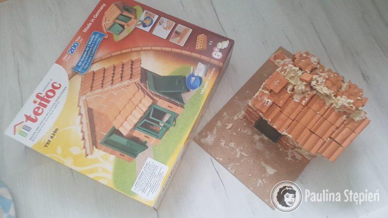 Cegiełki i budowla dzieciaków