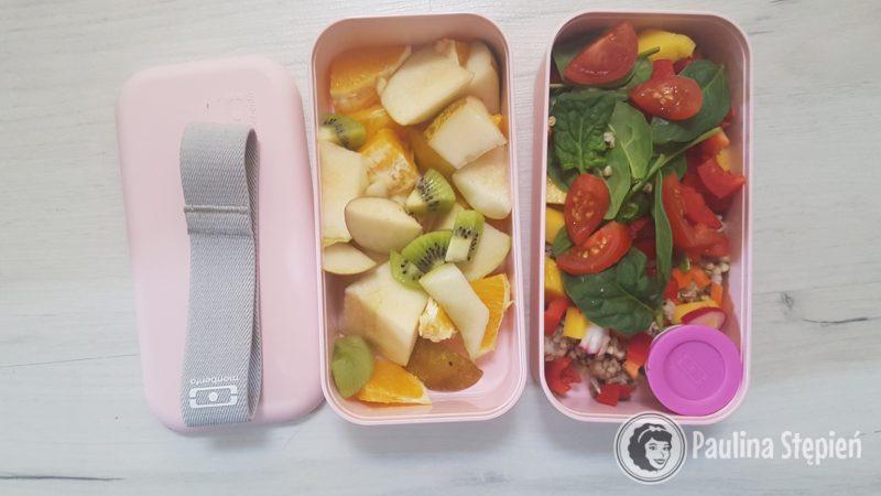 Sałatka owocowa, kasza z warzywami ala sałatka