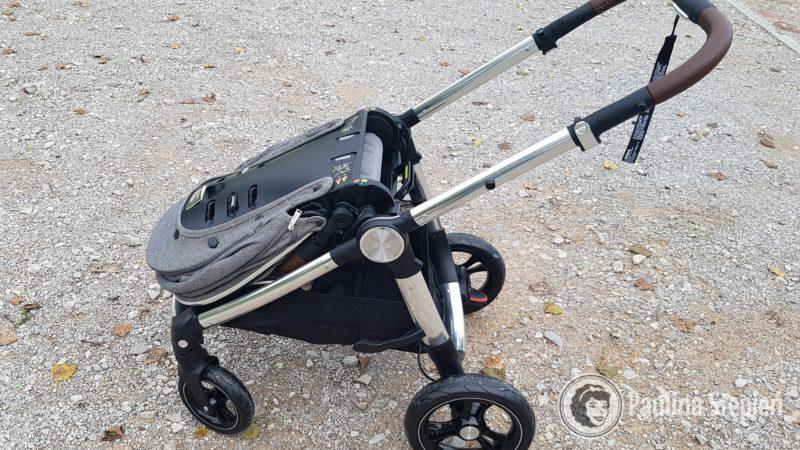 Składanie wózka jest dwuetapowe