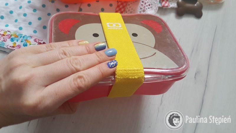 A obecnie wykorzystujemy gumkę, która idealnie pasuje wielkością do tych pudełek
