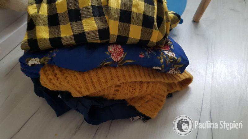 Sweter trzeci od góry
