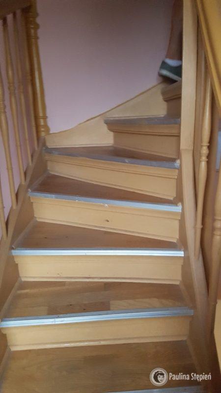 Reszta schodów jest taka