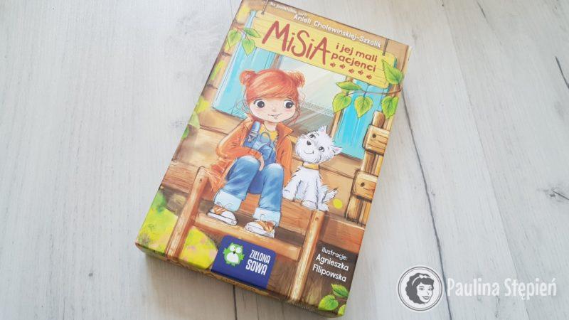 Niewielkie pudełko z grą Misia i jej mali pacjenci