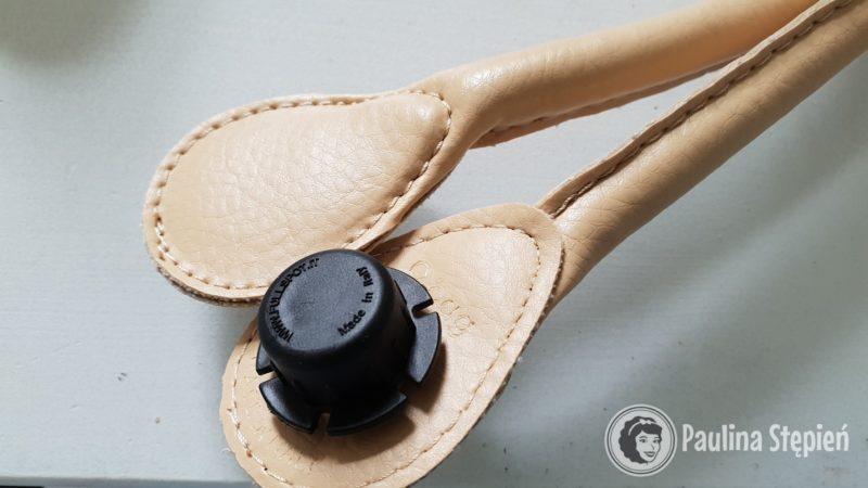 Paski przykręca się za pomocą wkrętów (w modelu standard czy mini)