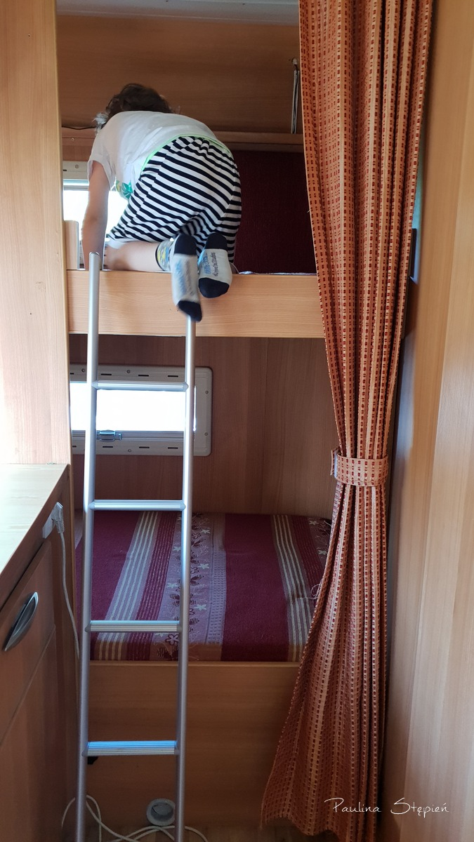 Piętrowe łóżko