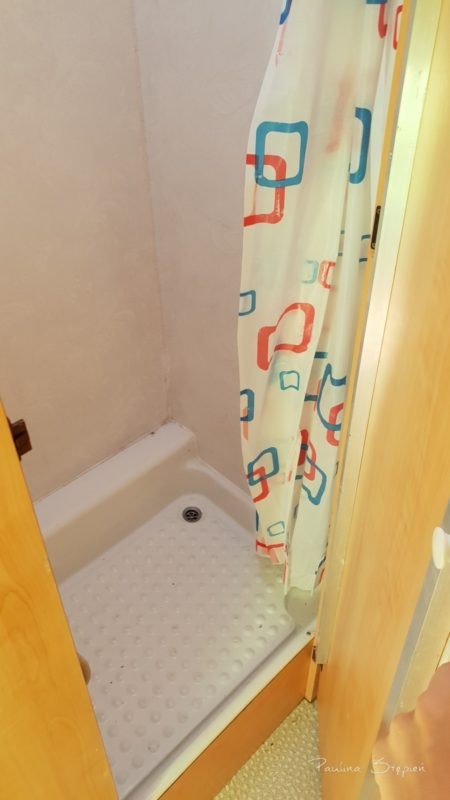 A to prysznic, w tym modelu osobno od WC
