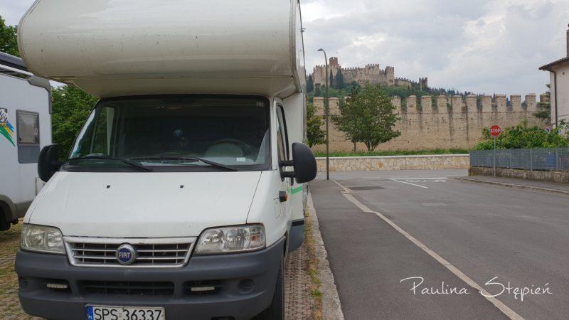 Parking z widokiem na zamek