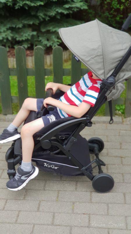 Większe dziecko w wózku