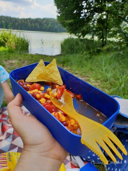 Jedzenie nad jeziorem