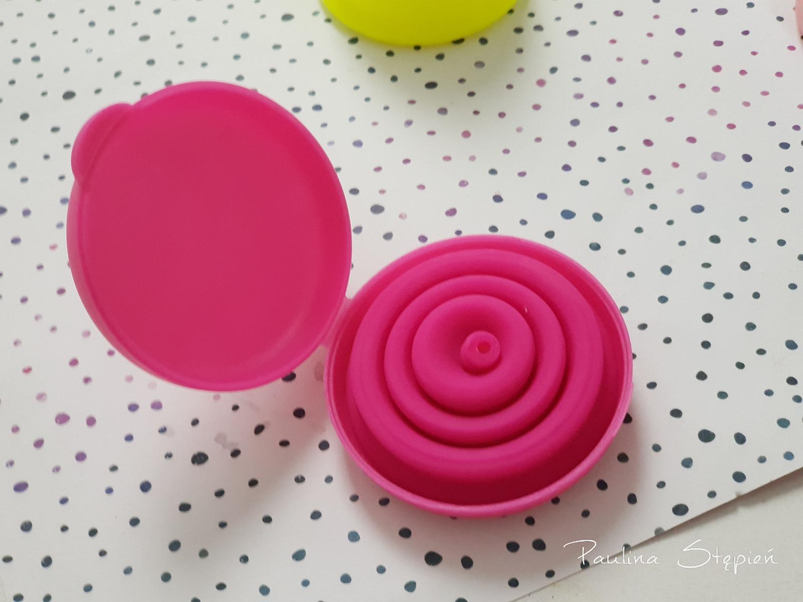 Zamykane pudełeczko ze składanym kubeczkiem Lily Cup compact