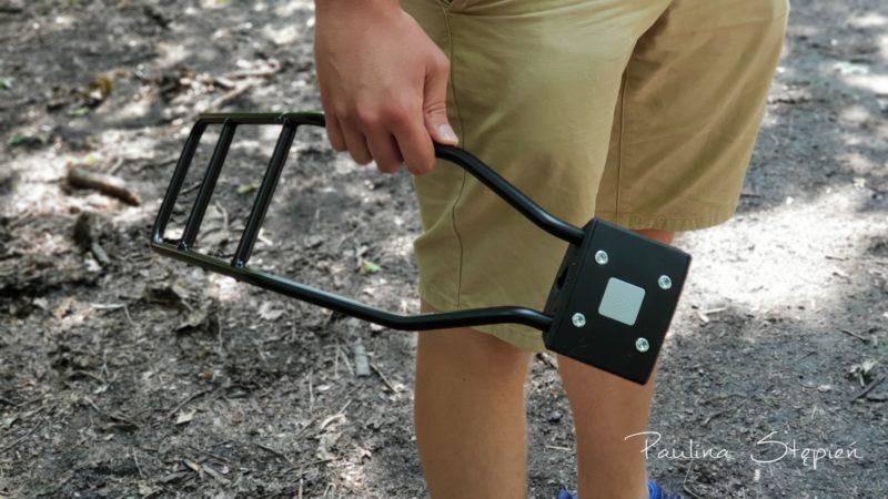 A to moduł, gdy chcesz zamocować fotelik na ramę, gdy bagażnika nie masz