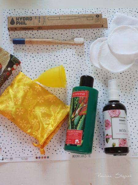 Szczoteczki bambusowe na wyjazd, kubeczek, płatki wielorazowe, hydrolat i płyn micelarny