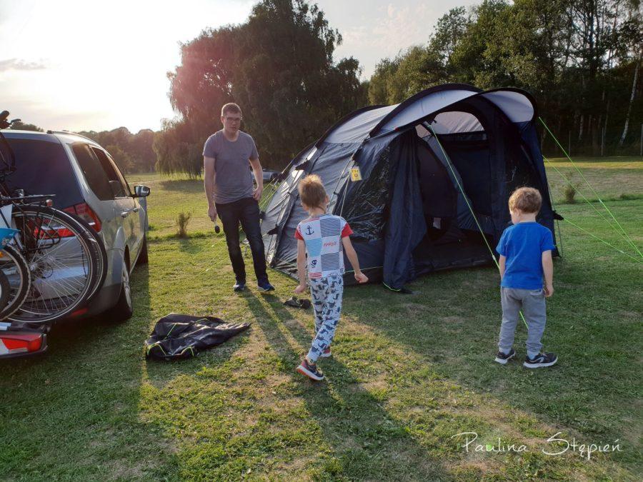 Rozkładanie namiotu