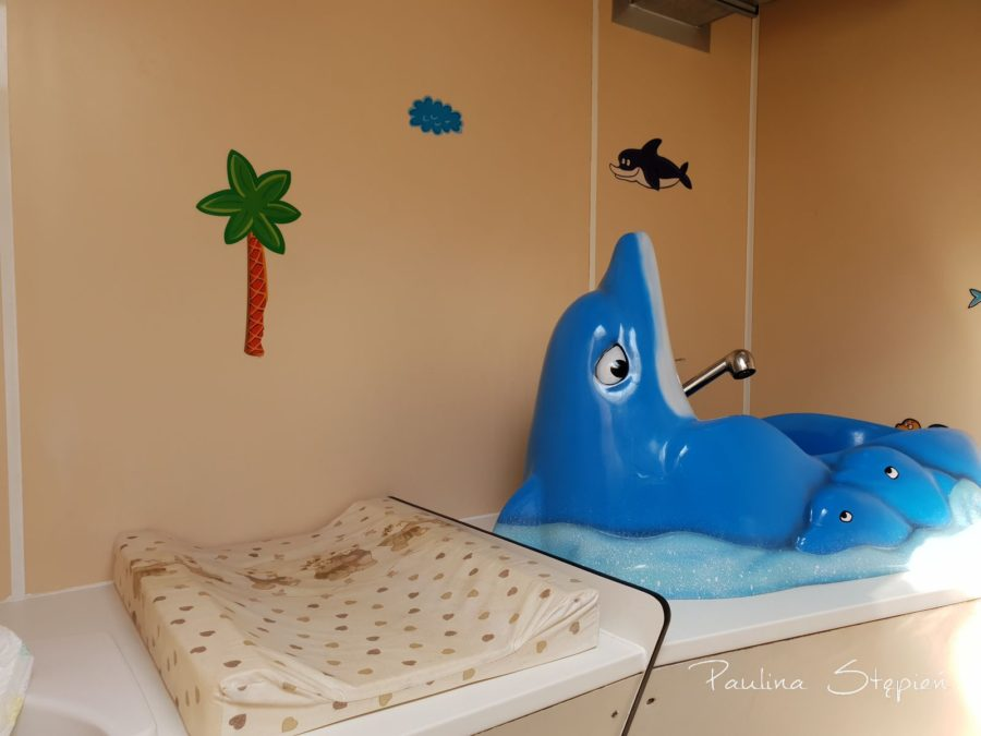 Łazienka dla dzieci dla kempingu, prawda, że urocza wanienka?