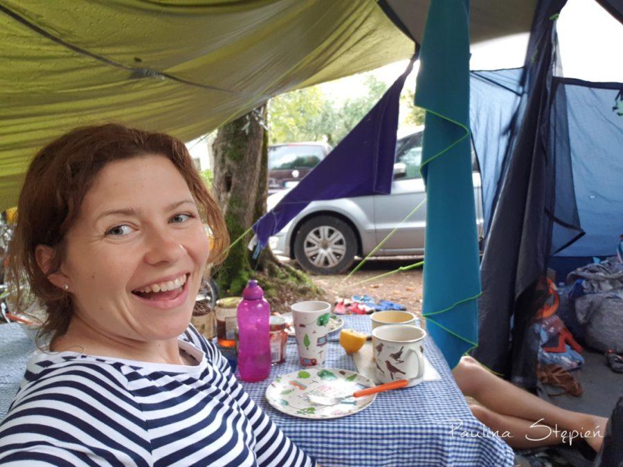 Nasz daszek przed namiotem
