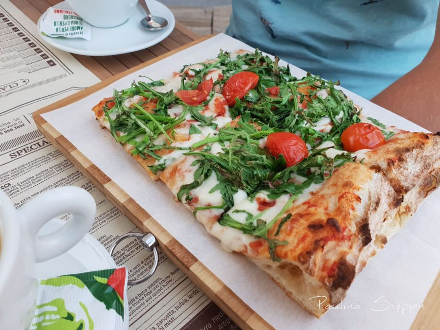 Pizza, to akurat było niedrogie :)