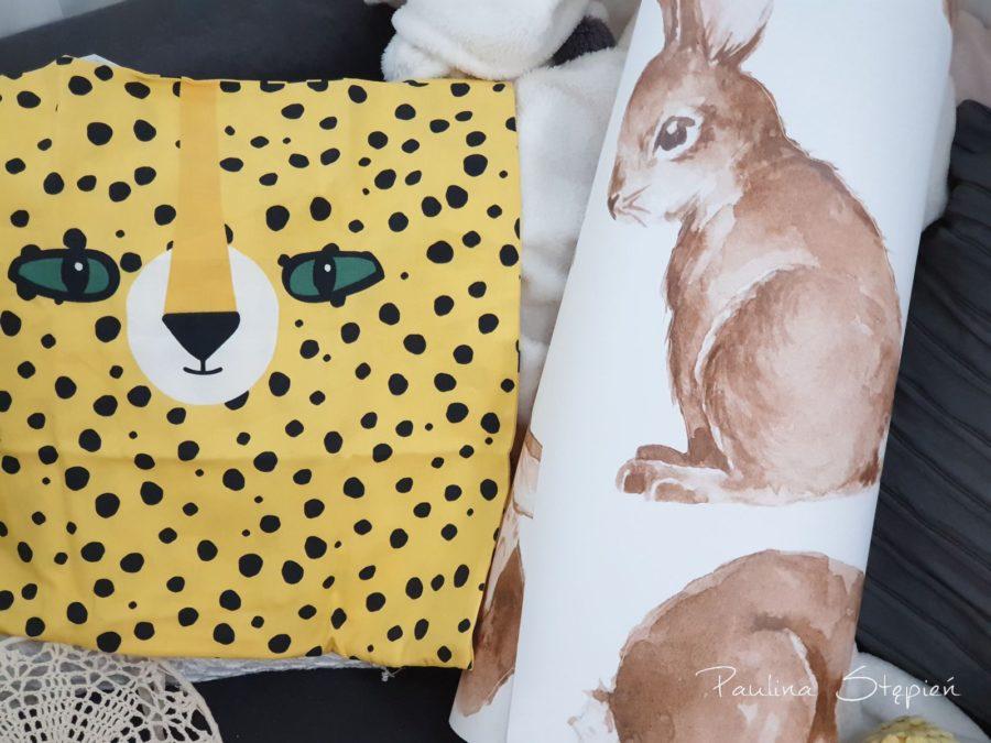 Naklejki zajączki i totalnie szalona poduszka w geparda (?)
