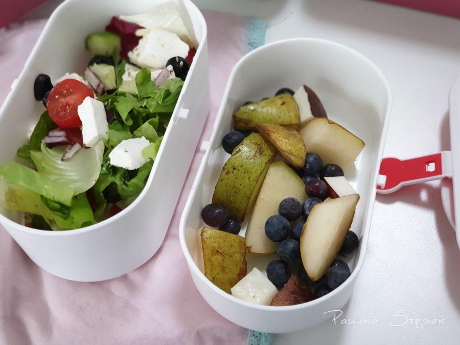 Sałatka grecka i owoce