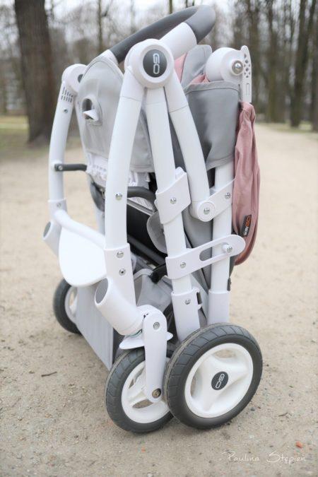 Wózek może stać po złożeniu