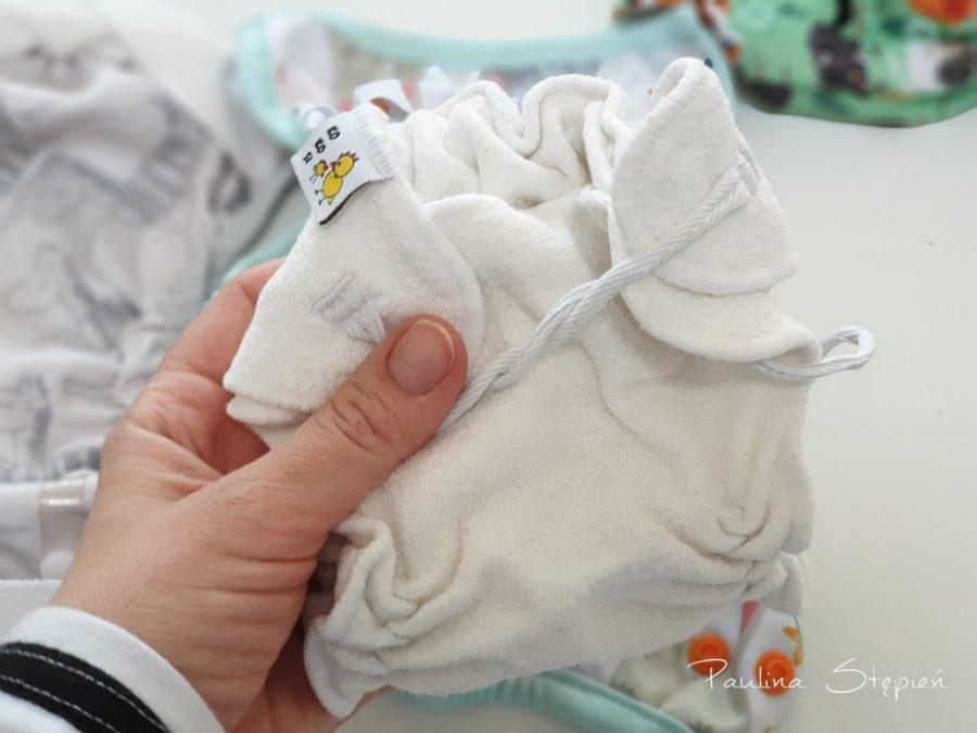 Taka pieluszka dla noworodka jest naprawdę mniejsza, tutaj formowanka Kokosi