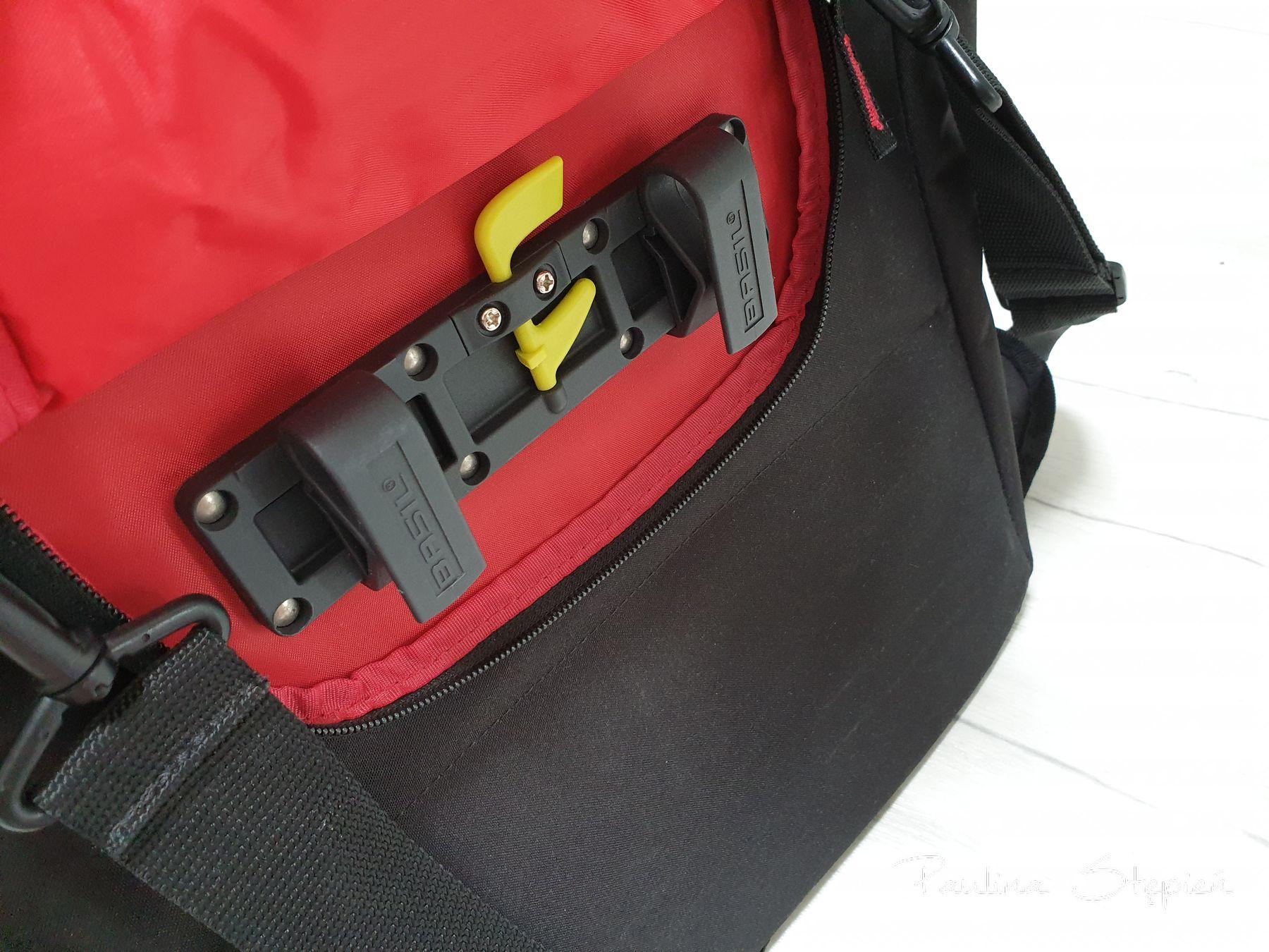 Mocowanie w sakwie Basili Commuter (zapinane jeśli nosisz ją jako torbę)