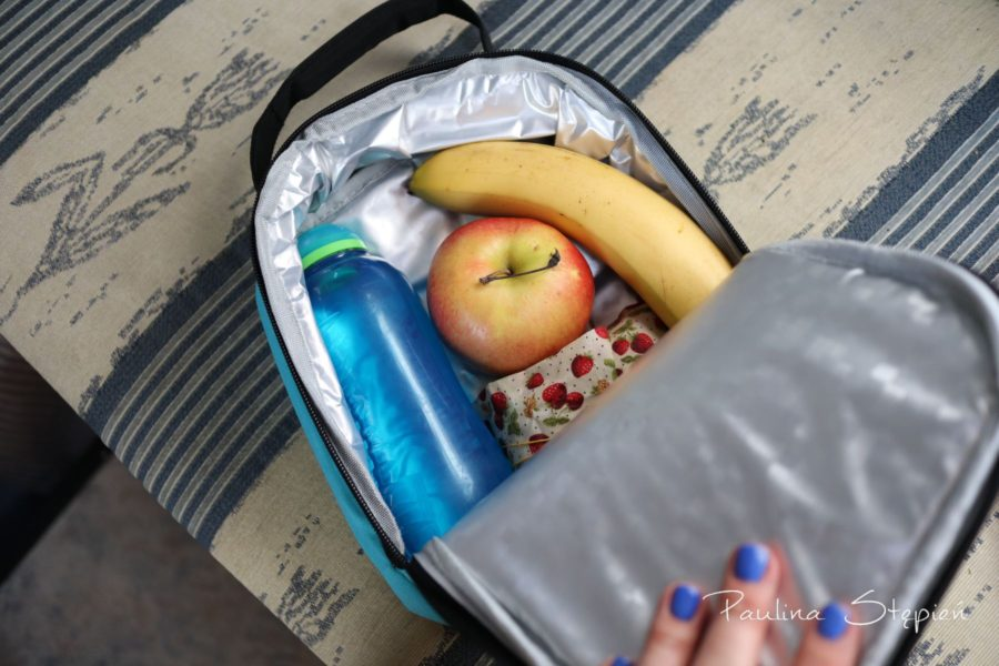 Torba termiczna pomieści kanapkę, wodę, owoce, przekąski