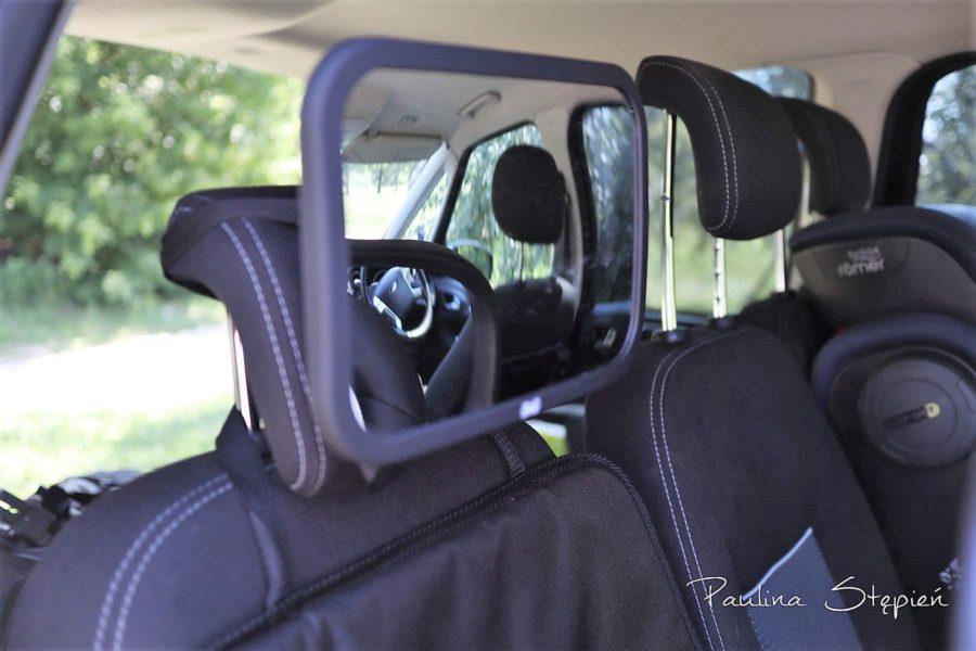 Lusterko do obserwacji dziecka w samochodzie to rzecz obowiązkowa w aucie