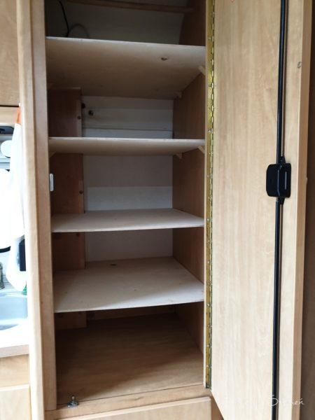Nowe półki w szafie