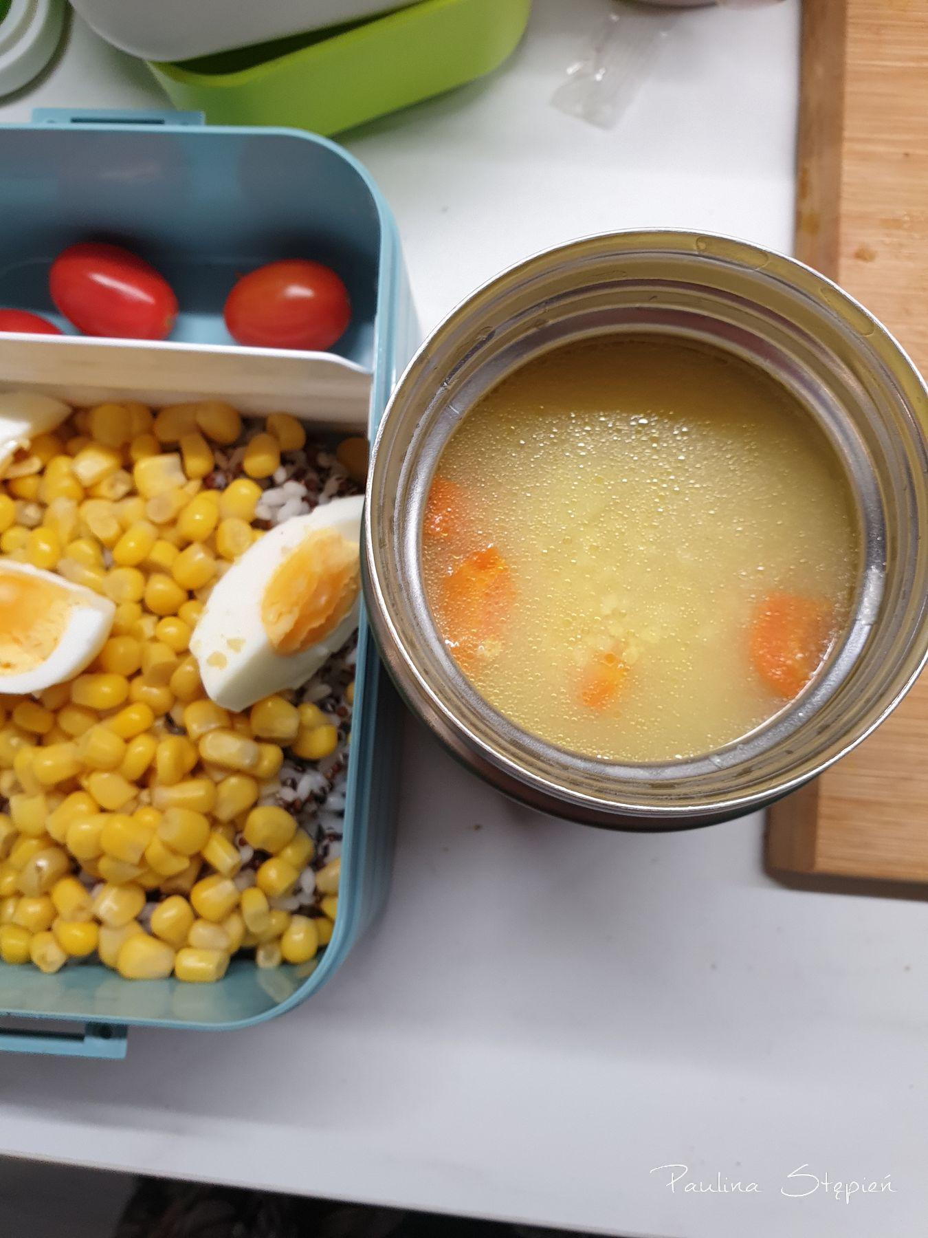 Termos, tutaj akurat z zupą. A ten to Tum Tum