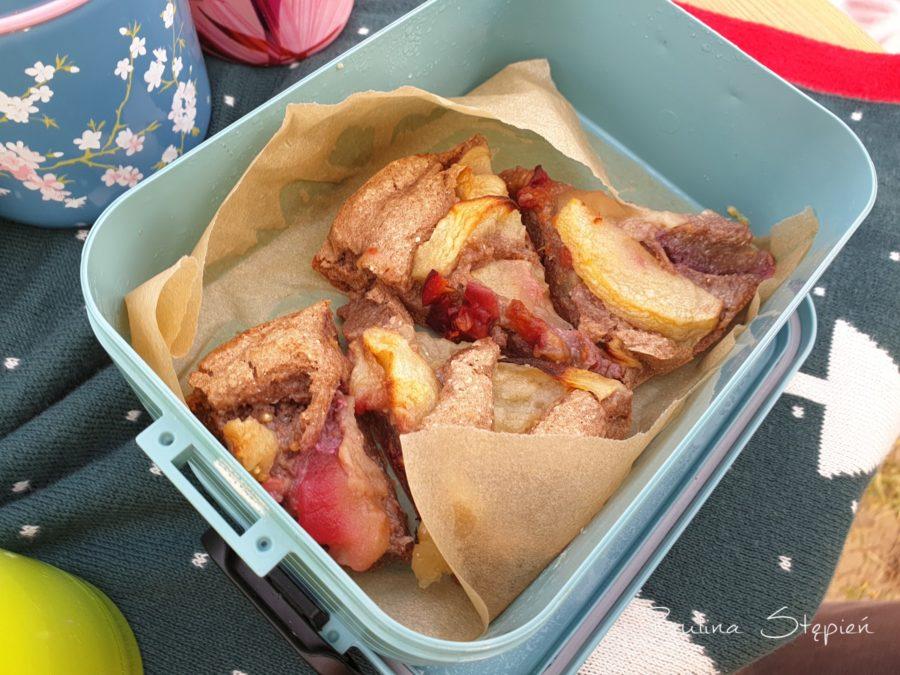 Ciasta z owocami (to na przykład uwielbiają moje dzieci, a jest na bazie kaszy gryczanej, więc syci)